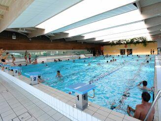 Grand bassin de natation intérieur à la piscine Gd'O de Gronfreville l'Orcher