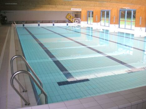 "Le grand bassin de la piscine de Desvres<span class=""normal italic petit"">DR</span>"
