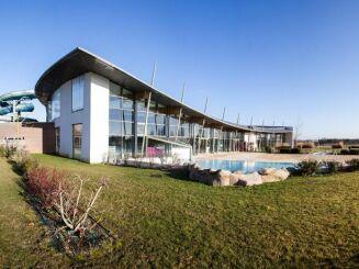 Le bâtiment de la piscine à Houdan