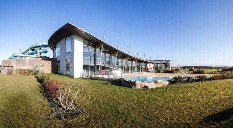 """Le bâtiment de la piscine à Houdan<span class=""""normal italic petit"""">DR</span>"""