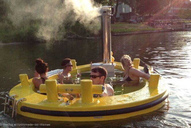 """Hot Tug"" est la contraction de ""hot tub"" et ""tug boat"""