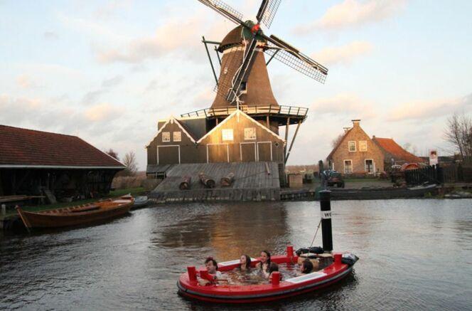 Hot Tug est un concept de bateau-spa développé par une entreprise hollandaise