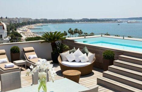 """Hôtel Barrière Le Majestic à Cannes<span class=""""normal italic petit"""">© Groupe Barrière</span>"""