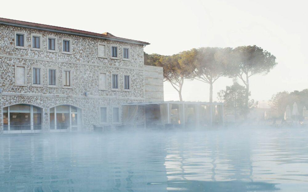 Hôtel Terme Di Saturnia Spa & Golf Resort avec sa piscine d'eau thermale© termedisaturnia.it