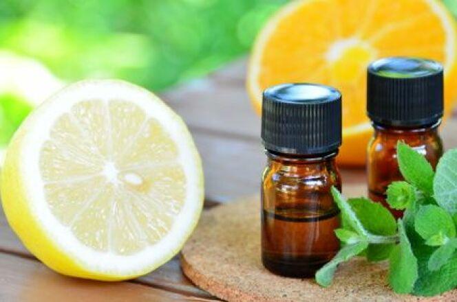 """L'huile essentielle de citron est l'une des plus utilisée en aromathérapie pour ses nombreux bienfaits.<span class=""""normal italic petit"""">© Botamochy - fotolia</span>"""