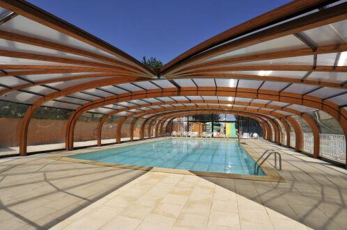 Il existe de nombreuses formes d'abris de piscine