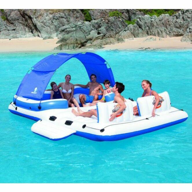 """L'île gonflable de piscine vous assure de nombreux moments de détente en famille ou entre amis.<span class=""""normal italic petit"""">© Raviday.com</span>"""