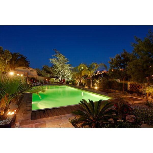 illuminer son jardin et sa piscine spots projecteurs lanternes bougies de jardin. Black Bedroom Furniture Sets. Home Design Ideas