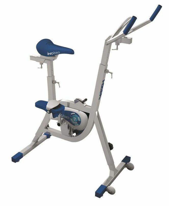 """Inobike, le vélo de piscine avec levier de vitesse, par Waterflex<span class=""""normal italic petit"""">© Waterflex</span>"""