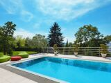 Installation d'un skimmer de piscine