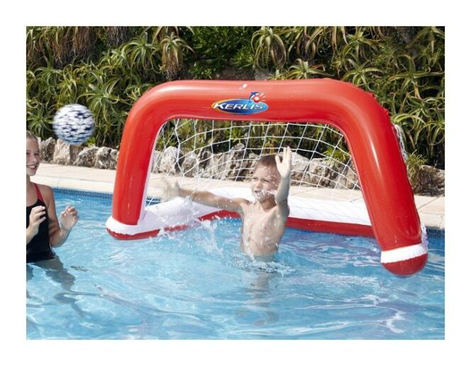 Installer des cages de water-polo dans sa piscine