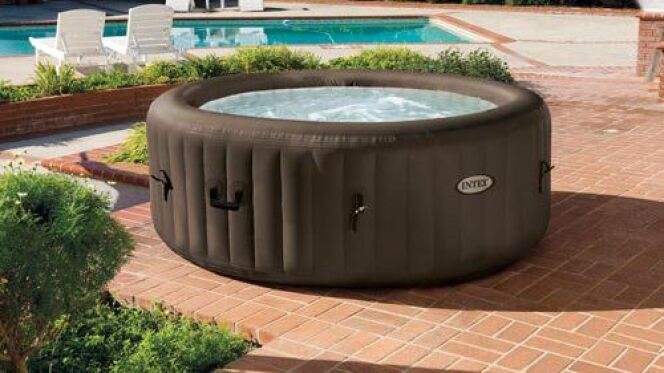 "Installer un spa gonflable  <span class=""normal italic petit"">© Piscines Hydrosud</span>"