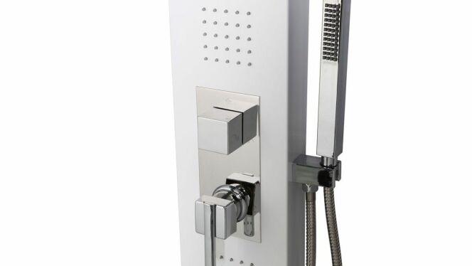 """Installer une colonne de douche hydromassante ne nécessite pas de travaux trop importants dans votre salle de bain.<span class=""""normal italic petit"""">© Miliboo</span>"""