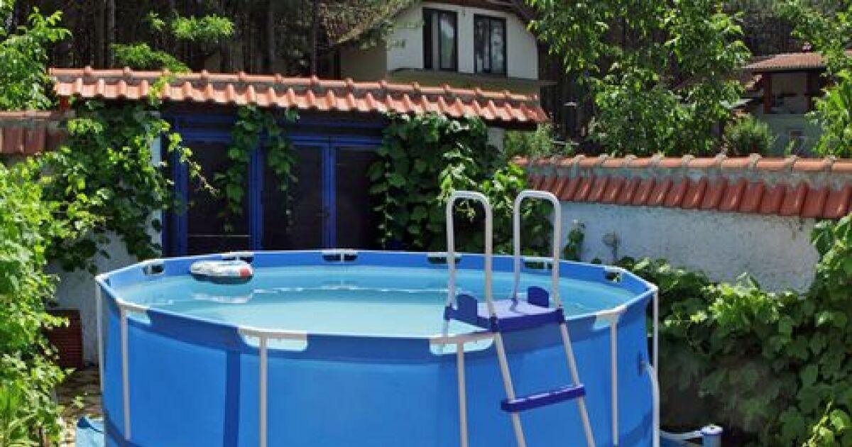 peut on installer une piscine autoport e sur un terrain en. Black Bedroom Furniture Sets. Home Design Ideas