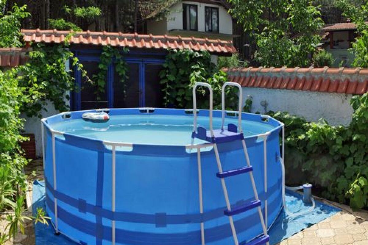 Mettre Piscine Sur Terrain En Pente peut-on installer une piscine autoportée sur un terrain en