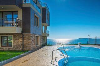 Une piscine coque pour toute la famille, par Odalia et Génération Piscine