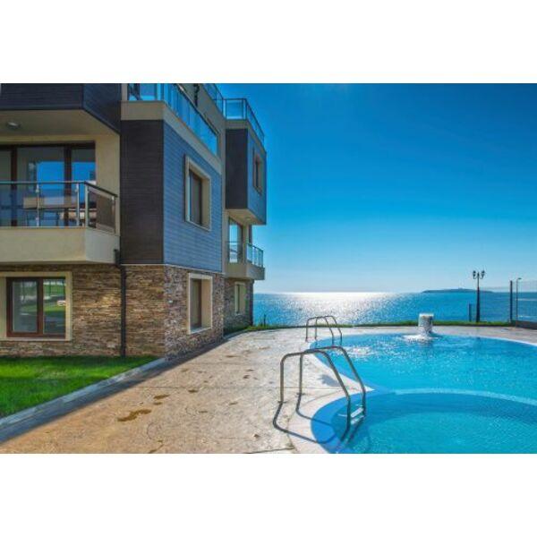 Une piscine coque pour toute la famille par odalia et for Generation piscine
