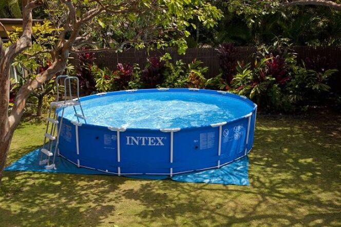 Intex propose un nouvel appareil pour nettoyer les piscines hors-sol.