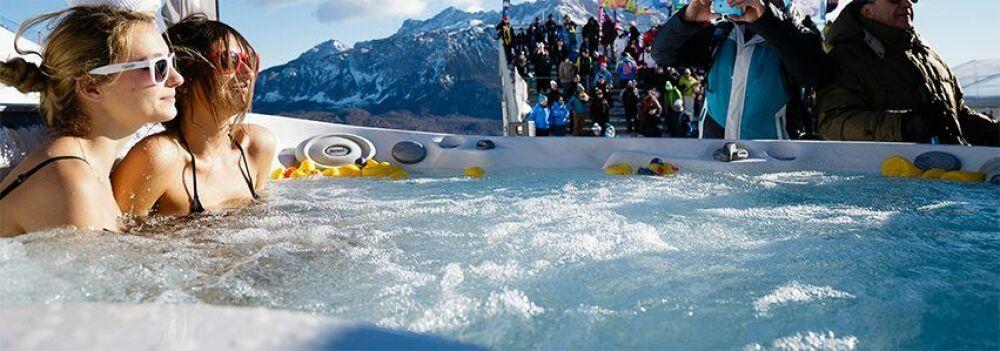Jacuzzi, sponsor officiel de 10 courses de la Coupe du Monde de Ski Alpin.© Jacuzzi