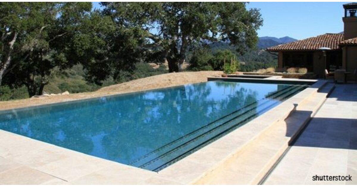 Jeannesson thierry jardins et piscines la cadi re d 39 azur for Constructeur piscine coque