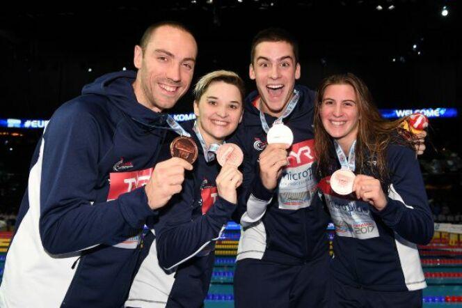 Jérémy Stravius, Mélanie Henique, Théo Bussière et Charlotte Bonnet médaille de bronze du relais 4x50 m 4 nages mixte