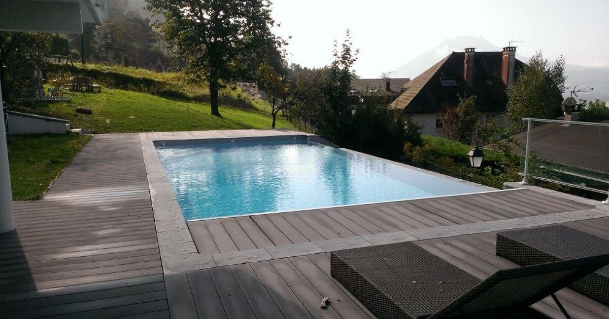 Piscine jn distribution s vrier pisciniste haute for Accessoire piscine 74