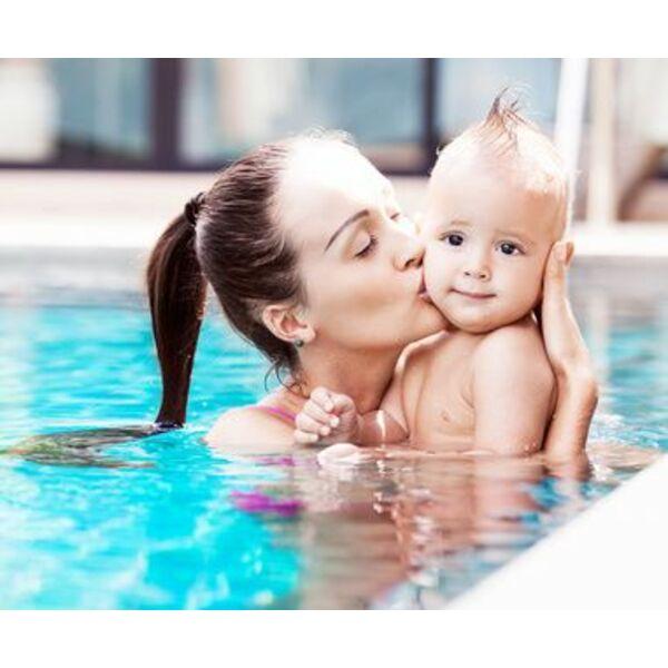 Jouer avec b b dans votre piscine l 39 veil du b b dans for Piscine bebe 6 mois