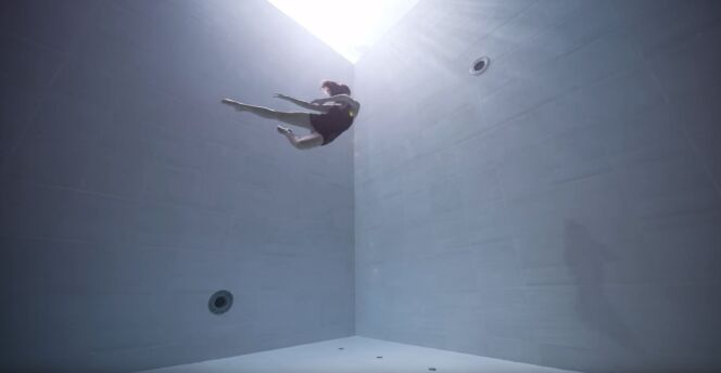 Julie Gautier danse sous l'eau, en apnée, dans ce joli court-métrage