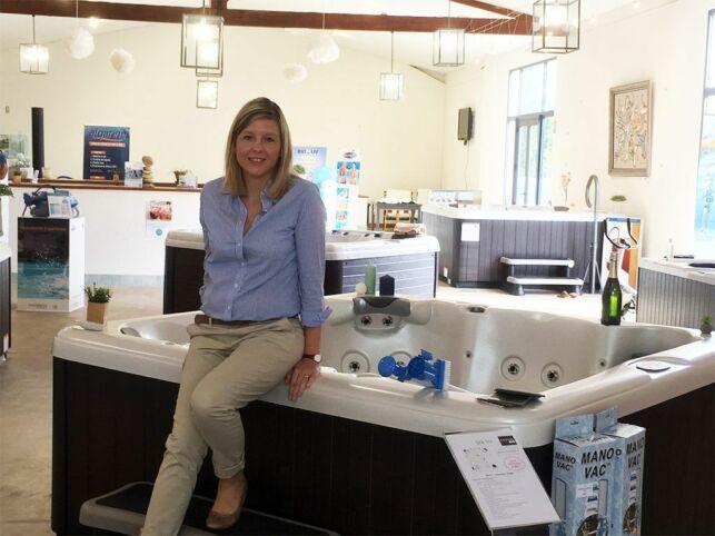 Julie, responsable du showroom Aquilus Spas de Fréjus