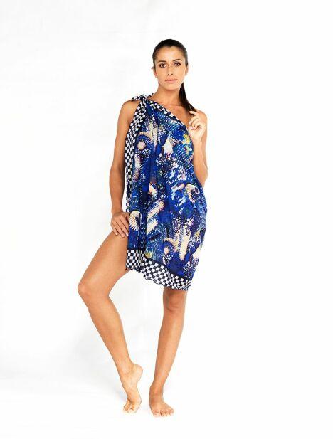"Jupe paréo Note Bleue portée en robe bustier<span class=""normal italic petit"">© Tamana France</span>"