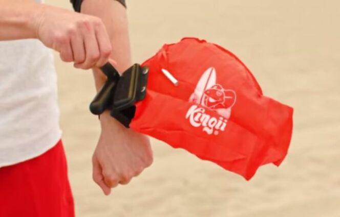 "Kingii : le bracelet bouée qui sauve des vies<span class=""normal italic petit"">© Kingii/Youtube</span>"