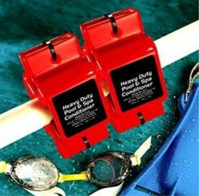 """Le kit dynamiseur s'accroche aux conduites d'eau de votre piscine<span class=""""normal italic petit"""">© Efi Bio concept</span>"""