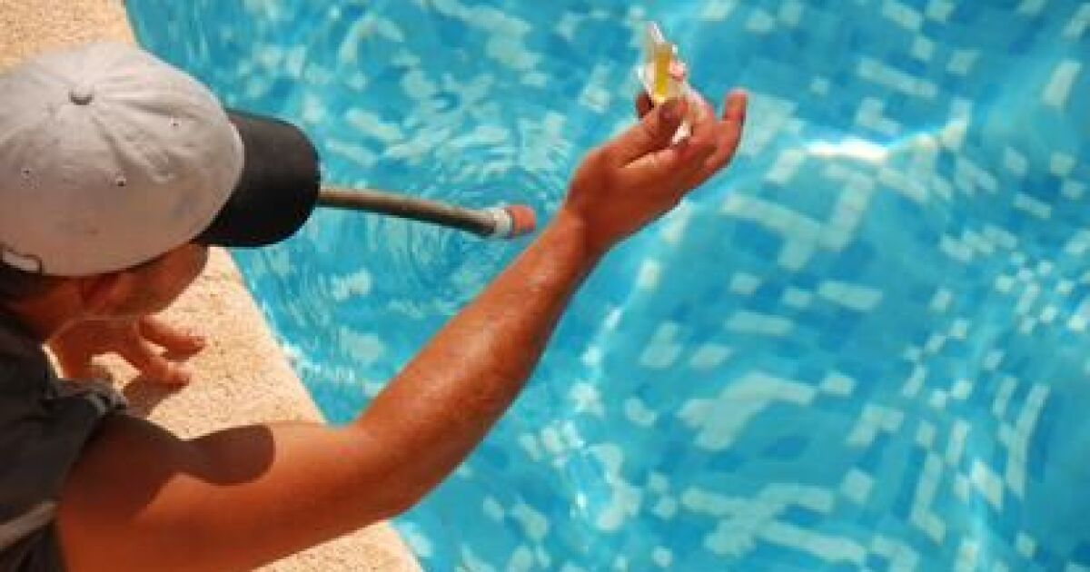 kit pour l analyse de l eau d une piscine. Black Bedroom Furniture Sets. Home Design Ideas