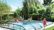 L'abri de piscine coulissant : une forme d'abri aux multiples atouts