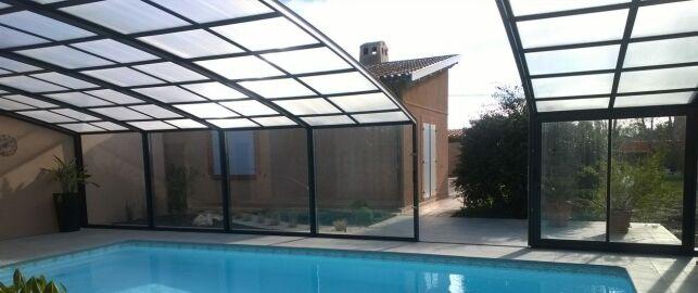 L'ouverture centrale à l'abri de piscine haut ou mi-haut R-Design.
