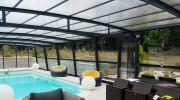 L'abri de piscine haut ou mi-haut R-Design : protégez, aménagez et profitez de votre piscine plus longtemps !