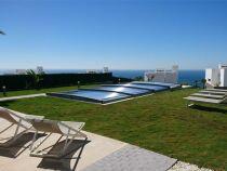 L'abri de piscine Néo Smart, par Azenco : un abri discret et facile à manipuler