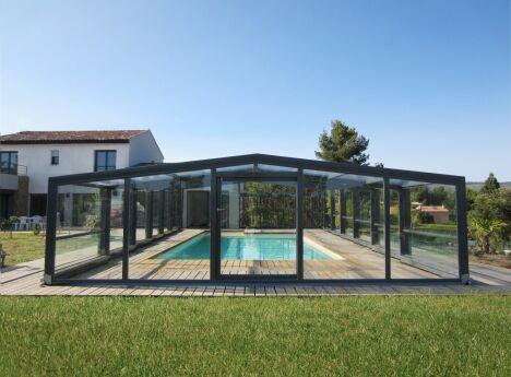 """L'abri de piscine Optimo, par Abridéal<span class=""""normal italic petit"""">© Abridéal</span>"""