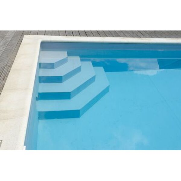 l escalier de piscine pour un acc s pratique la piscine. Black Bedroom Furniture Sets. Home Design Ideas