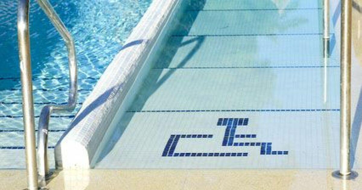 L accessibilit d une piscine pour les personnes handicap es for Rampe inox pour piscine