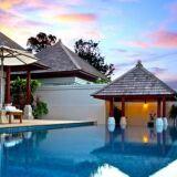 L'aménagement autour de la piscine