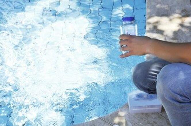 L'analyse de l'eau d'une piscine au sel