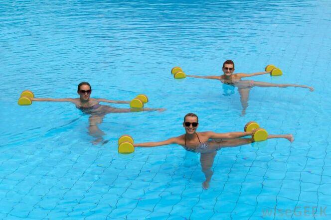 "L'aqua-fitness chez soi , c'est possible.<span class=""normal italic petit"">DR</span>"