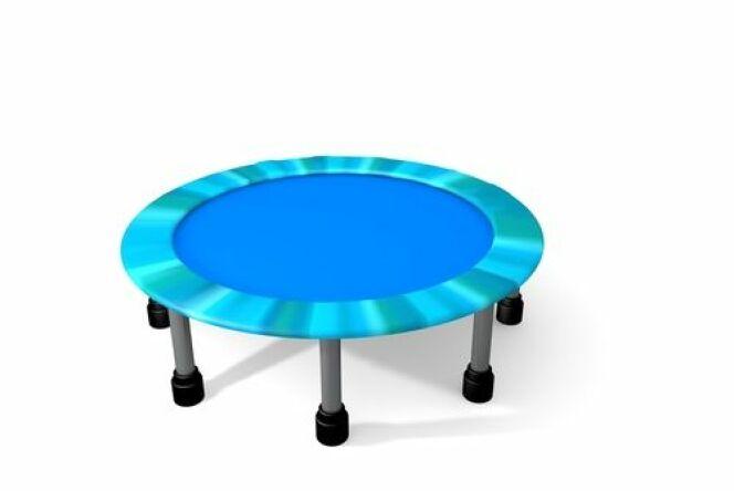 """L'aqua jumping se pratique avec un petit trampoline posé au fond de la piscine<span class=""""normal italic petit"""">© JM-Design</span>"""