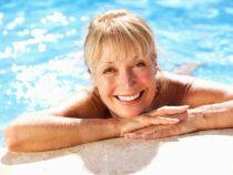 Aquagym sénior : des mouvements doux pour les corps plus âgés
