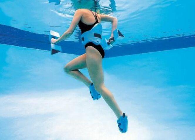 """L'aquatwin, à mi-chemin entre l'aquagym et l'aquajogging<span class=""""normal italic petit"""">© Aquajogger</span>"""