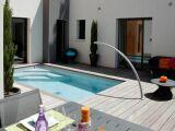 L'arc de nage pour nager dans une petite piscine