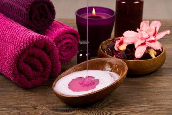 """L'aromathérapie utilise les parfums et notamment ceux dégagés par les huiles essentielles pour soigner et relaxer.<span class=""""normal italic petit"""">© Lsantilli - Fotolia.com</span>"""