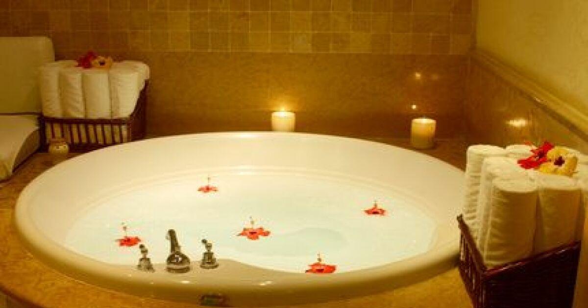 L aromath rapie dans votre baignoire baln o multiplier les bienfaits de votre bain bulles - Baignoire balneo chromotherapie aromatherapie ...