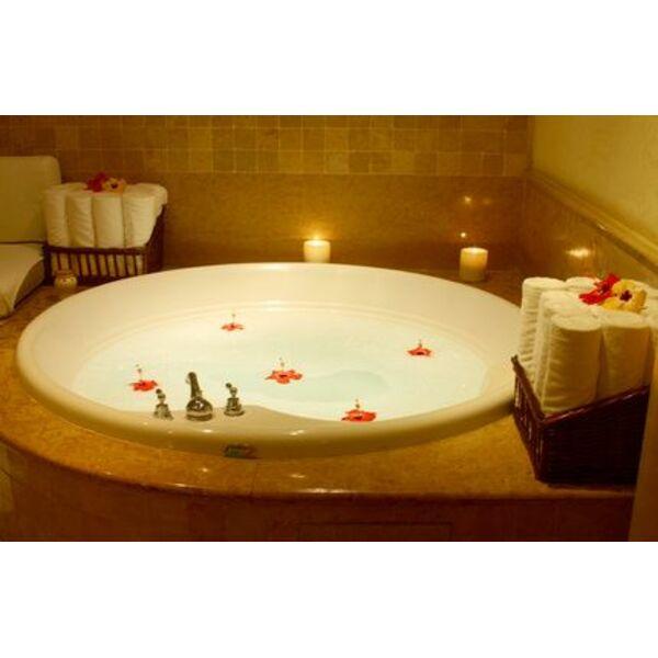 jacuzzi pour baignoire Lu0027eau chaude de votre baignoire de balnéothérapie associée à ses bulles  massantes permet de